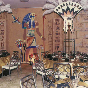 Egyptian themed table setting murder at the pyramids for Ancient decoration